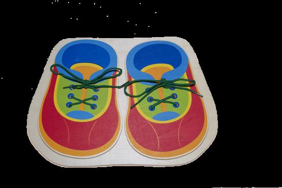 Zapatos de madera para atar los cordones