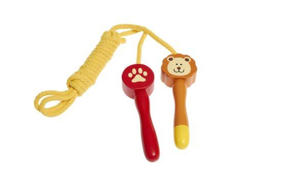 Saltador de juguete con león estampado.