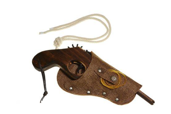 Pistola con funda Marrón