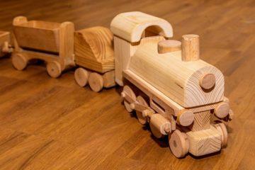 El tren de madera: el juguete que no pasa de moda
