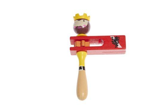 Carraca de madera con forma de rey