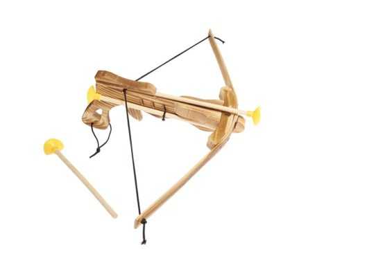 Ballesta de madera con flechas de ventosa