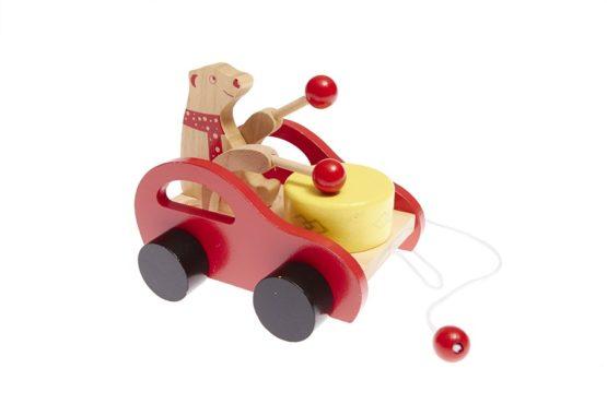 Arrastre musical de madera con coche, oso y tambor