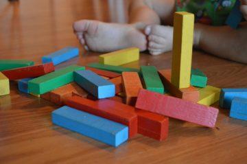 Juguetes de madera beneficios bloques